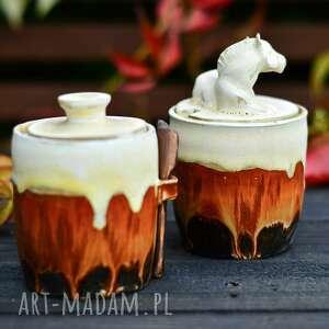 ceramika zestaw pojemników na sól oraz cukier z koniem solniczka, cukiernica