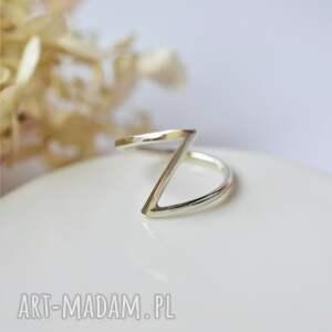 geometryczny pierścionek, minimalizm, srebrny
