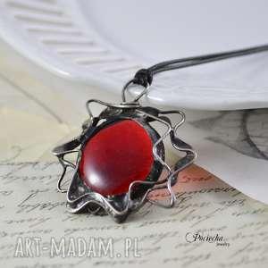 Red sun - naszyjnik z wisiorem, naszyjnik, wisior, metaloplastyka, cyna, retro, miedź