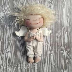 hand-made pomysł na świąteczny prezent aniołek dekoracja ścienna - figurka tekstylna ręcznie szyta i malowana