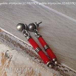 czerwone pałeczki kolczyki z korala i srebra, koral, srebro oksydowane, sztyfty