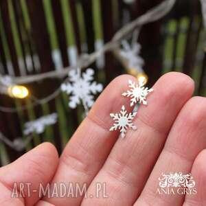 śnieżynki na sztyfcie, kolczyki, śnieżynki, srebrne, ażurowe, aniagrys