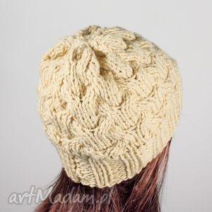Prezent czapka warkocze dziergana waniliowa, czapka, zima, warkocz, głowa,