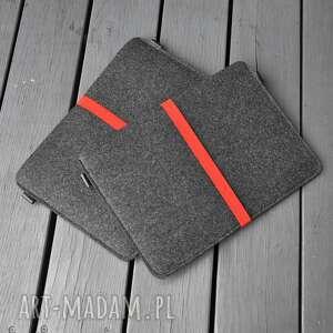 handmade pokrowiec filcowy na laptop - grafitowy z czerwoną gumą