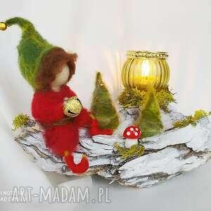 świecznik zimowy skrzat ze złotym dzwoneczkiem z kolekcji, dekoracja