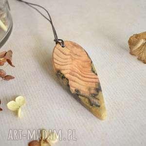 sirius92 wisior z drewna i złotej żywicy, złoty wisior, drewna