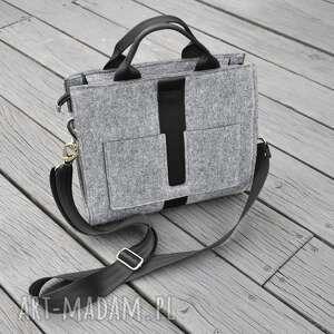 beltrani designerska mała torba z filcu - szara czarnym paskiem