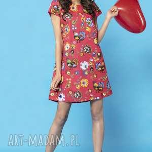 sukienka z kontrafałdą na plecach, model 32a, wzór łowicki czerwonym tle