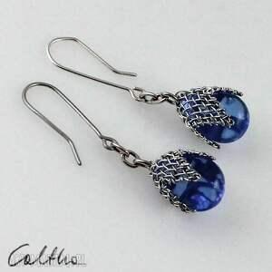 caltha błękitne w siateczce - kolczyki, klipsy, szklane, krople, wiszące