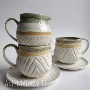zestaw składający się z dwóch filiżanek i dzbanuszka 2, ceramika, filiżanka