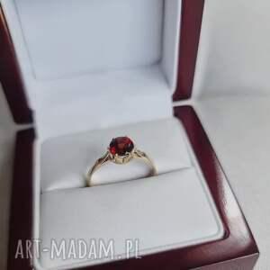 złoty zaręczynowy pierścionek z granatem, pierścionek, minerały