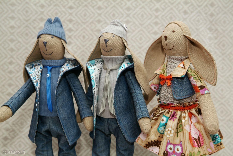 białe maskotki królik młodszy bliźniak krawaciarz