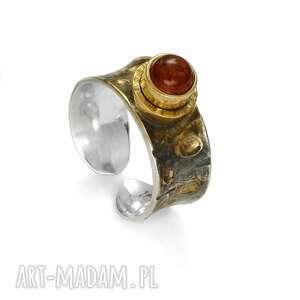Pierścionek modern z bursztynem anna kaminska prezent dla niej