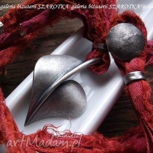 serce zacne wielce romantyczny naszyjnik z jedwabiu i srebra - serce, serduszko, guziczek