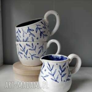 zestaw dwóch kubków i dzbanuszka, filiżanka do herbaty, kubek ceramiczny