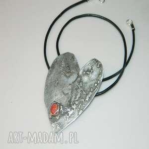 kropelka korala, wisior, blaszka, unikatowa-biżuteria, unikatowe-serce, tytan, koral