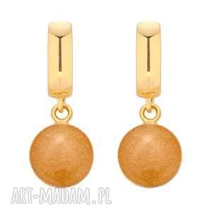 Złote kolczyki ze złotą żywicą sotho kolczyki, okrągłe,