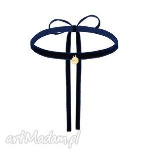 naszyjniki granatowy aksamitny choker ze złotą zawieszką, zawieszka, naszyjnik
