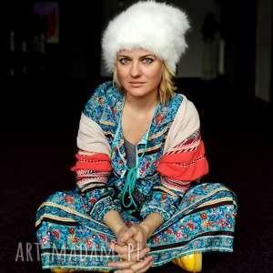 Czapka futrzana zimowa ciepła handmade kolor biała czapki ruda