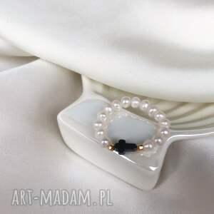pierścionek - perły z krzyżykiem, perły, krzyż, krzyżyk, elastyczny