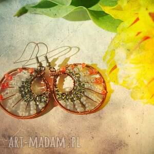 ombre w różu i szarości - kolczyki z koralików miedzi, ombre, pajęczyna