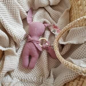 lniany różowy króliczek z gryzakiem, królik, gryzak, prezent, przytulak