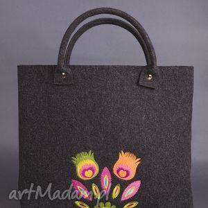 hand-made do ręki letnie kwiaty w koszyku