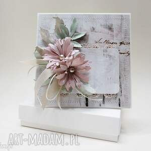 Z kwiatami - w pudełku, ślub, rocznica, gratulacje, życzenia, podziękowanie