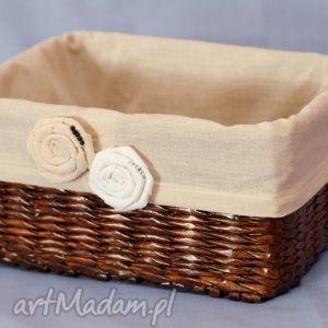 prostokątny koszyk eko koszyczek z różyczkami bukiet pasji