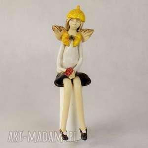 wyjątkowy prezent, anioł ceramiczny, siedzący, wykonany ręcznie