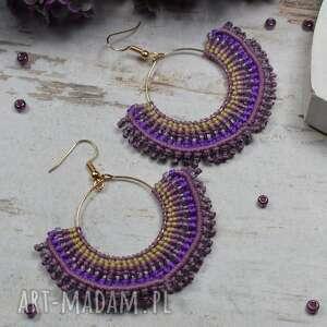 duże kolczyki wachlarze w odcieniach fioletu i dodatkiem złota koła