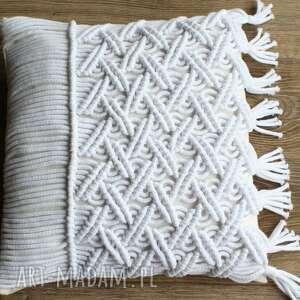 Niebanalna poduszka ozdobna z makramy poduszki loop line design