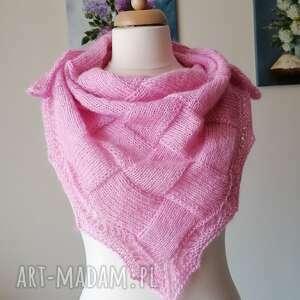 wśród róż romantyczna chusta, rękodzieło, chusta na drutach, entrelac entrelak