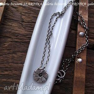 całkowicie srebrny naszyjnik, srebro, oksydowane, dysk, origami, ozdobny naszyjniki
