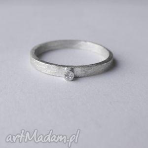 okrĄg pierścionek - srebro, zmatowione, cyrkonia