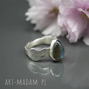 Uroczy labradoryt - pierścionek Tily , mały, organiczny
