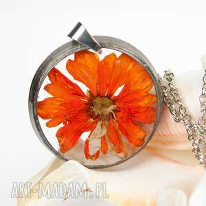 z1299 naszyjnik z suszonymi kwiatami , herbarium jewelry, kwiaty w żywicy