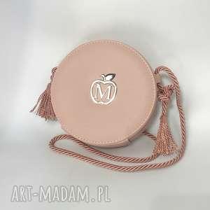 Okrągła urocza torebka w stylu BOHO z frędzlami SZTYWNA listonoszka od MANZANA
