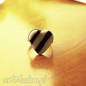pierścionek zebra