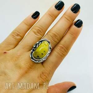 srebrny pierścionek z mlecznym bursztynem bransoletka