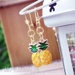 kolczyki z ananasami - ,kolczyki,wiszące,ananas,modne,złote,owoc,