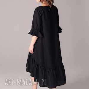 wełniana sukienka z marszczoną falbaną, wełniana, małaczarna, elegancja, marszczona