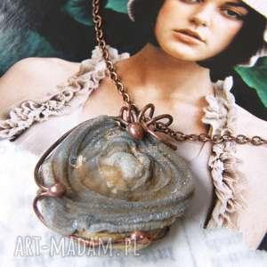 naszyjnik róża z chalcedonem, wisiorek łańcuszkiem, kamieni