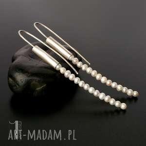 Prezent Mist I srebrne kolczyki z perłami słodkowodnymi , długie, kolczyki, srebro