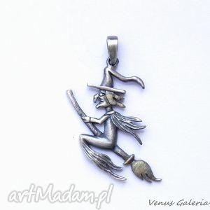 handmade wisiorki wisiorek srebrny - wiedźma mała szara