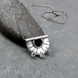 naszyjniki tiny pendant three dots amethyst, drobny, delikatny, półokrągły