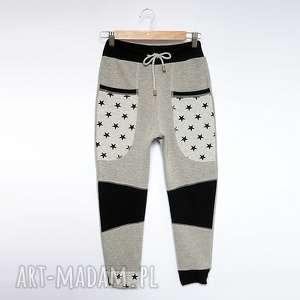Prezent ONLY ONE No 040 - spodnie dziecięce 140 cm, dres, eco, recykling, bawełna