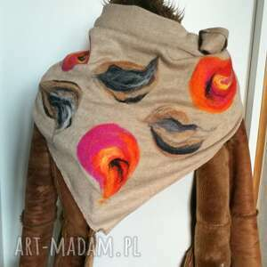 Ruda Klara! bezowa chusta handmade wełniana, elementy filcowane