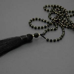 naszyjnik z chwostem, wyjściowy, delikatny, elegancki, kamień, wieczorowy