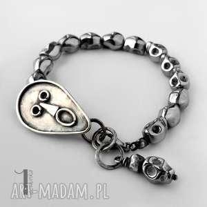 ręcznie wykonane bransoletki siyah i srebrna bransoletka hematytowe czaszki